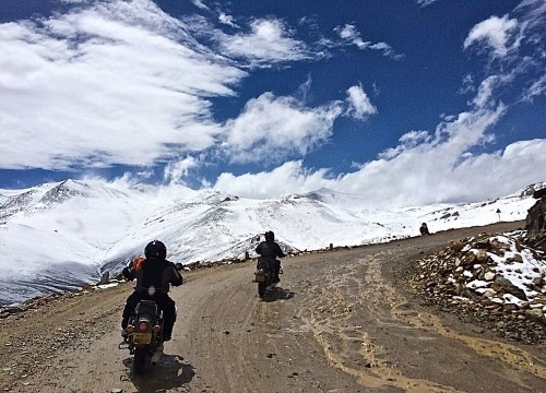 You'll feel on top of the world on this motorcycle tour to India's Himalayas - Los Angeles Times