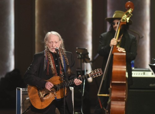 Neil Young and Paul Simon join in Gershwin Prize tribute to Willie Nelson