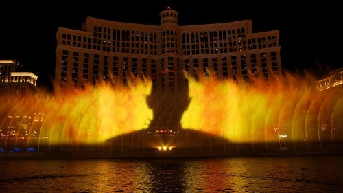 'Game of Thrones' water show in Las Vegas brings fire to Bellagio's fountains