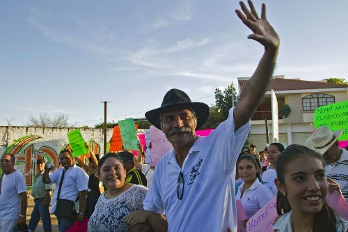 Mexican 'self-defense' group demands government free prisoners - Los Angeles Times