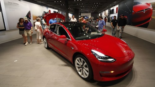 Tesla's Model 3 sedan is pulling in buyers who previously owned Accords and Priuses - Los Angeles Times