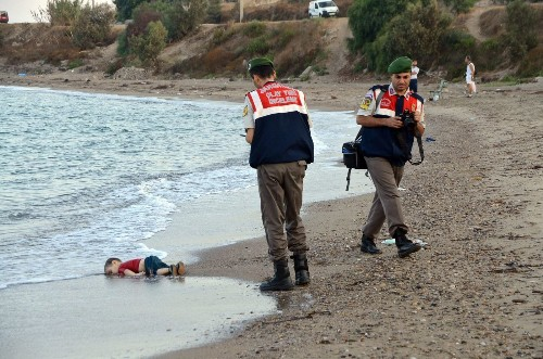 Drowned Syrian toddler embodies heartbreak of migrant crisis - Los Angeles Times