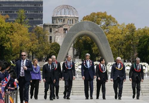 Kerry makes 'gut-wrenching' visit to Hiroshima memorial