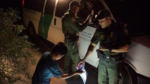 Border Patrol losing agents faster than it can hire new ones - Los Angeles Times