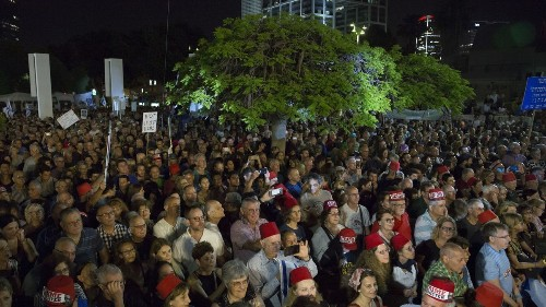 Tens of thousands of anti-Netanyahu Israelis protest in Tel Aviv