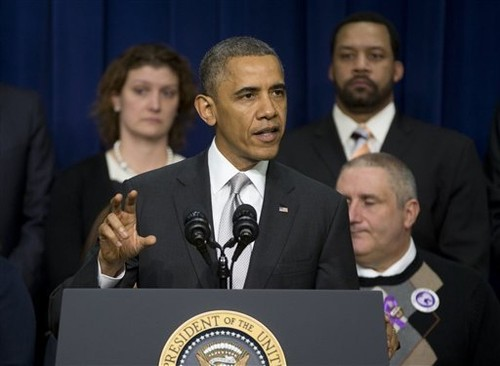 Obama to urge 'young invincibles' to buy health insurance - Los Angeles Times