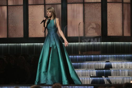 Grammy night triggers Twitter giggles and growls