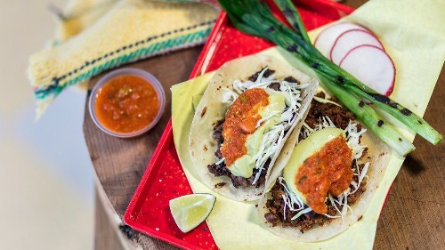 Review: At Sonoratown, worship at the altar of flour tortillas and mesquite-grilled beef
