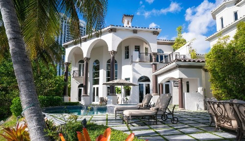 DJ Khaled seeks buyer for decked-out waterfront home in Miami - Los Angeles Times