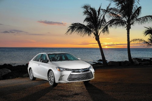 Review: Toyota goes bold with new Camry - Los Angeles Times