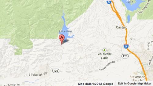 Ventura County firefighters battle brush fire by Lake Piru - Los Angeles Times