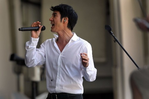 Can Leehom Wang transcend China and America's pop cultures?