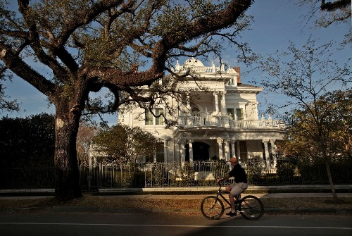 New Orleans: Free walking tours that go beyond the French Quarter