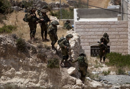 Israeli forces kill Palestinian refugee in search for missing teens - Los Angeles Times