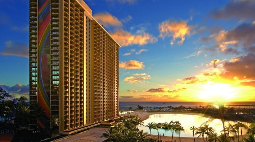 Half off suites at Honolulu beach resort, but not for long