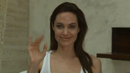 Angelina Jolie goes viral: She has chicken pox - Los Angeles Times
