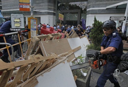 Hong Kong police clash with protesters; 45 arrested - Los Angeles Times