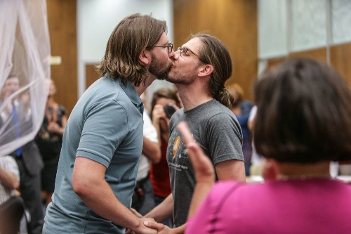 Judge strikes down Indiana's ban on gay marriage