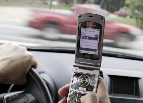 Males downplay risk of texting and driving, study says