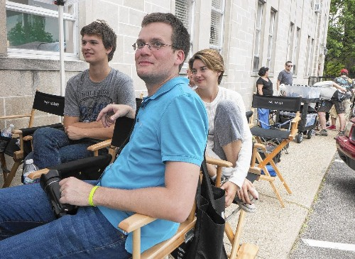 'Fault in Our Stars' writer John Green has a good read on teens, tech - Los Angeles Times