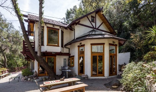 'Tales from the Crypt' star John Kassir brings wooded Topanga retreat to market