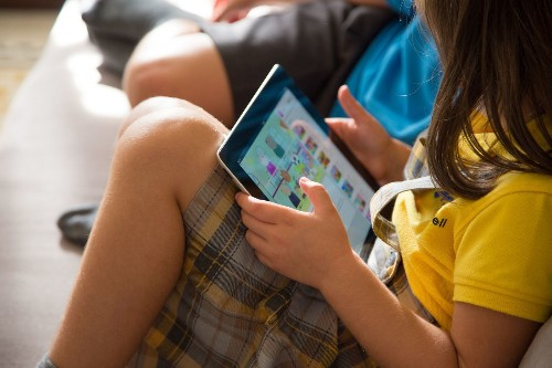 How much time should kids spend with screens? New advice for a digital age - Los Angeles Times