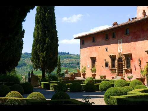 Touring wineries in Chianti, Italy with an expert