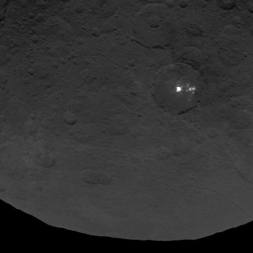 NASA spies strange lone 'pyramid' on dwarf planet Ceres - Los Angeles Times