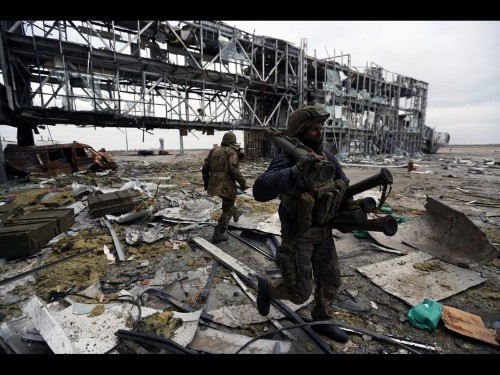Ukraine fighters, surrounded at wrecked airport, refuse to give up - Los Angeles Times