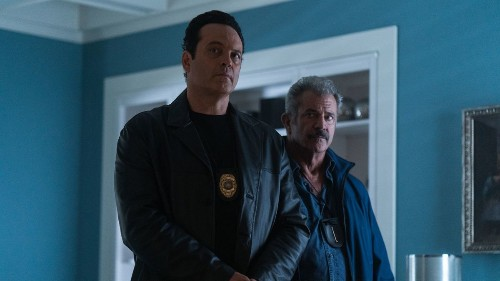Review: 'Dragged Across Concrete,' with Mel Gibson, is both moody cop thriller and glib provocation
