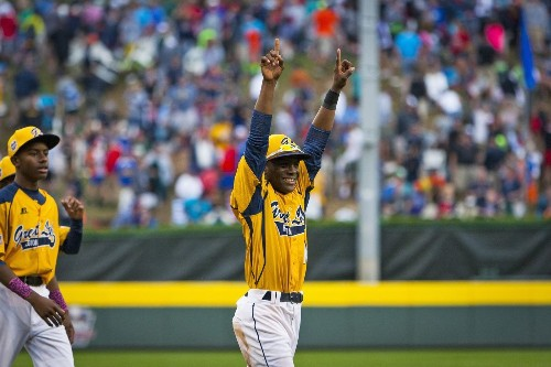 Chicago's Joshua Houston bounces back to lead team to LLWS title game - Los Angeles Times