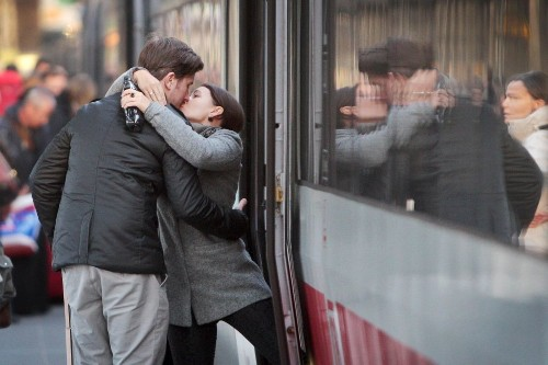 Mouth to mouth: Kissing transfers 80 million bacteria, scientists say - Los Angeles Times