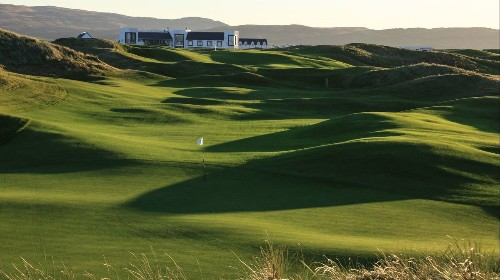 Scotland: Play golf and drink whiskey on the island of Islay