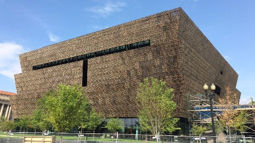 Why the exterior of D.C.'s soon-to-open African American museum is an exciting sign of what's inside - Los Angeles Times