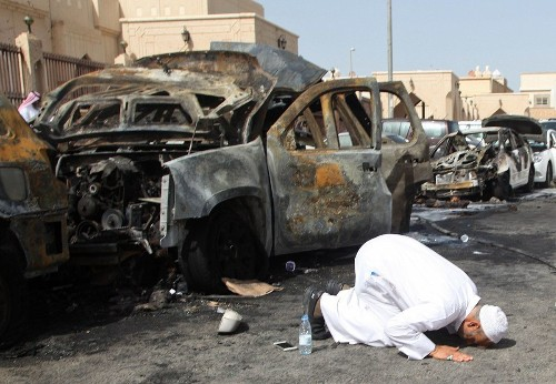 Islamic State claims responsibility for bombing outside Saudi mosque