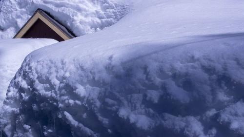 Snowboarder dies in fall near Mammoth ski resort