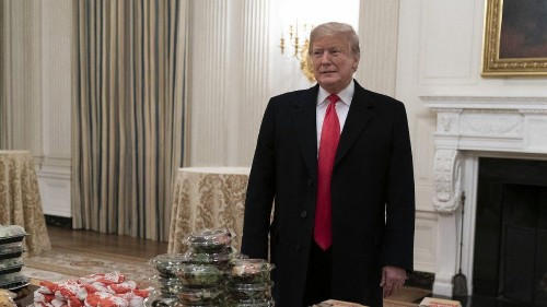Why can't Trump make deals? No one trusts him anymore - Los Angeles Times