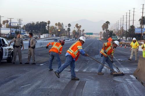 Gas line rupture shuts down lanes of 215 Freeway near Riverside