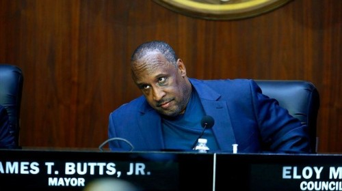 The Forum's owners want to know if Inglewood's mayor has a romantic relationship with his aide
