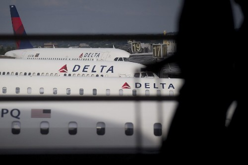 Delta Air Lines to alter reward program; other airlines may follow - Los Angeles Times