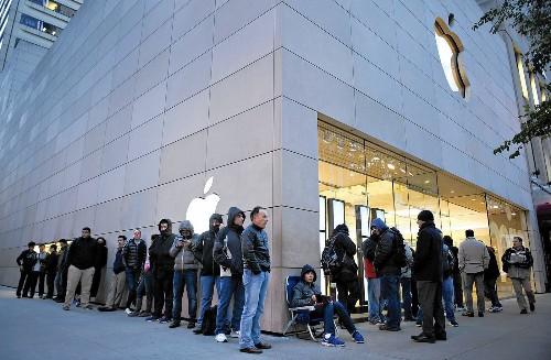 Apple seeks to reverse slide in iPad sales