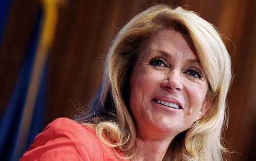 Wendy Davis: 'Very, very seriously' looking at Texas governor bid - Los Angeles Times