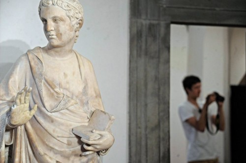 American tourist breaks finger off statue in Florence museum - Los Angeles Times