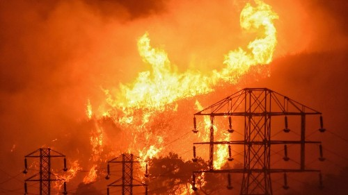 There's a quick way to help prevent wildfires: Shut off the power grid - Los Angeles Times