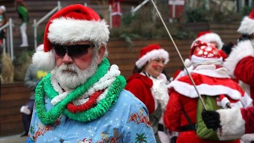 No Santa hats, no reindeer antlers, United Airlines warns flight attendants - Los Angeles Times