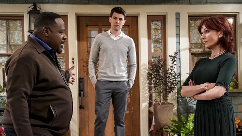 Monday's TV highlights: 'The Neighborhood' on CBS - Los Angeles Times