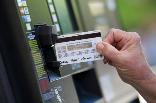 Will private industry follow Obama's lead on credit-card security? - Los Angeles Times