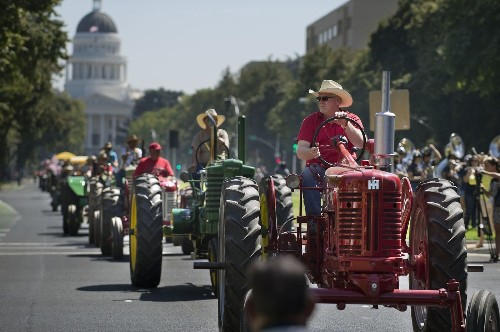 Gov. Brown signs bills to promote 'farm to fork' in California