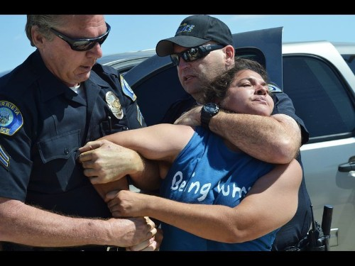 Migrants turned back by Murrieta protests processed in San Diego
