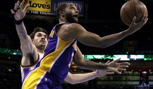 Lakers' Wayne Ellington out for the season because of separated shoulder
